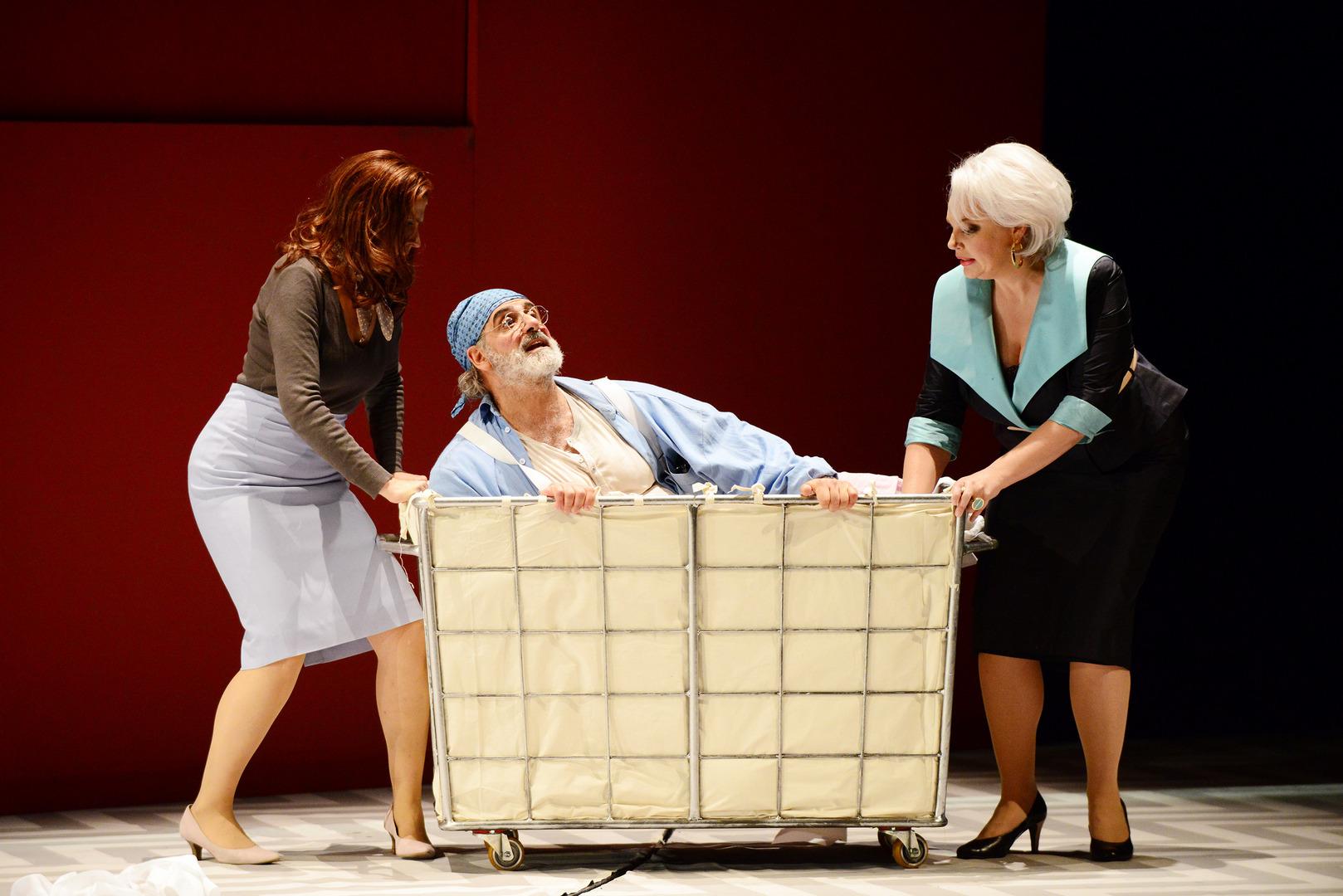 Falstaff-Opera-by-Giuseppe-Verdi-directed-by-Jacopo-Spirei- in-Karlsruhe-7
