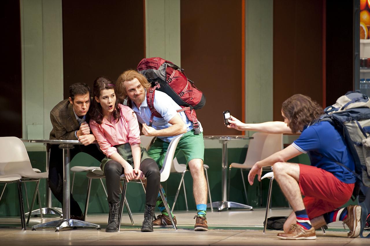 Così-fan-tutte-Opera-directed-by-Jacopo-Spirei-in-Salzburg-5
