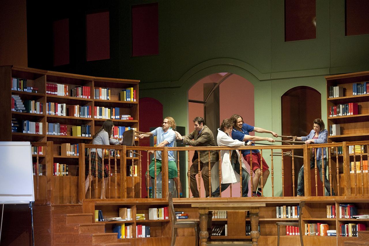 Così-fan-tutte-Opera-directed-by-Jacopo-Spirei-in-Salzburg-6