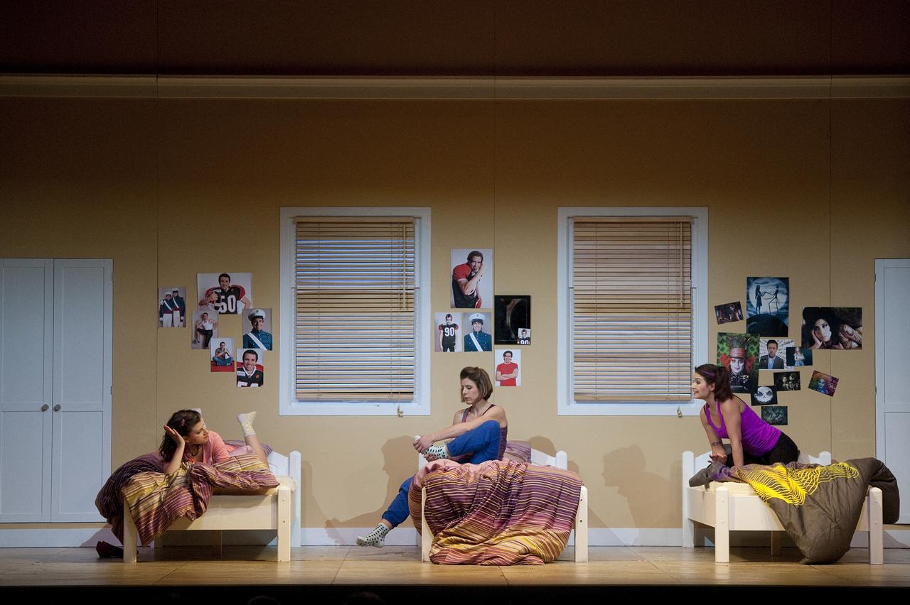 Così-fan-tutte-Opera-directed-by-Jacopo-Spirei-in-Salzburg-7