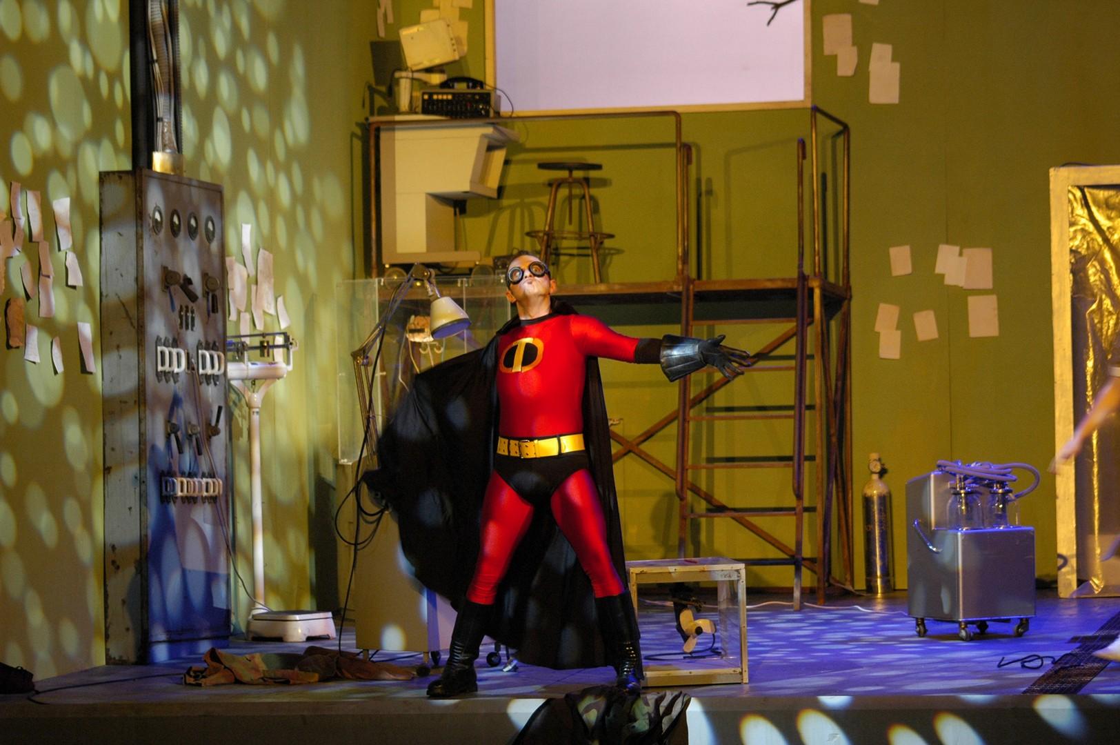 Serva-Padrona-Opera-directed-by-Jacopo-Spirei-superhero